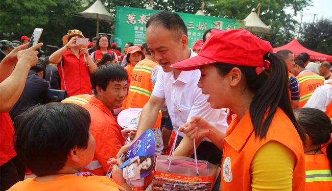 """溆浦县举办""""万粽一心,三城同创""""端午节公益活动"""